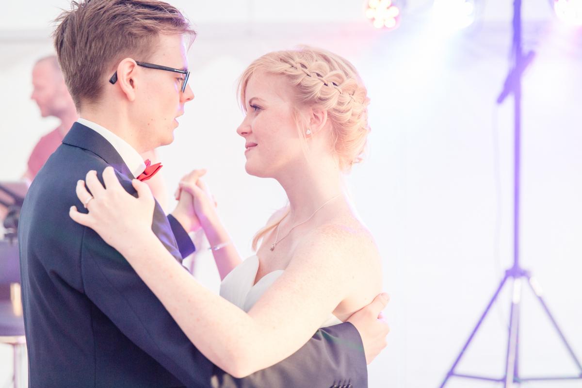 Brautpaar beim Hochzeitstanz.