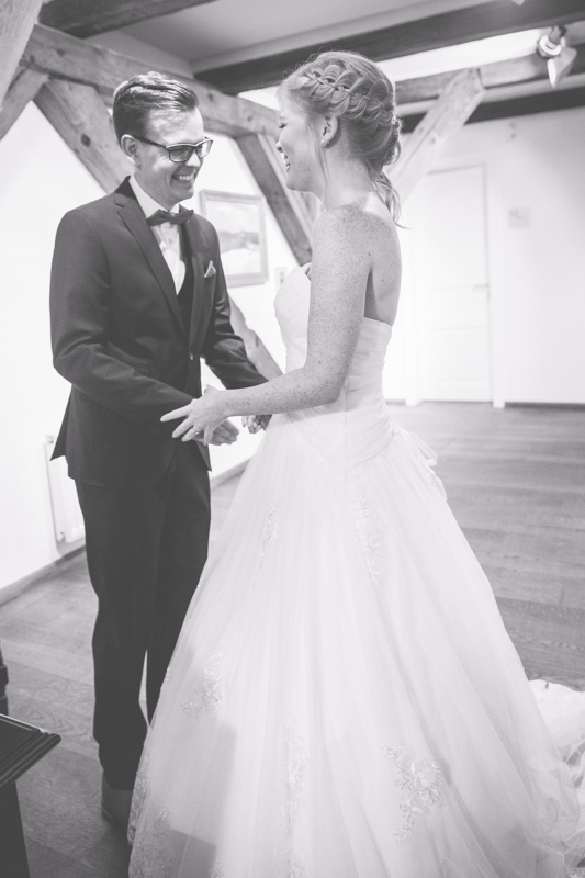 Glückliches Paar während ihrer Trauung in der Vogtei.