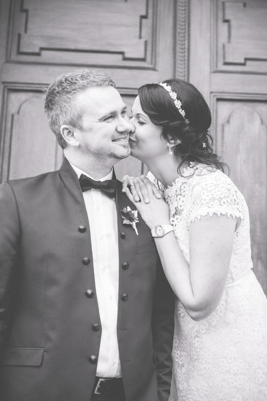 Der Hochzeitsfotograf Wismar hat dieses Bild von einem Paar aufgenommen.