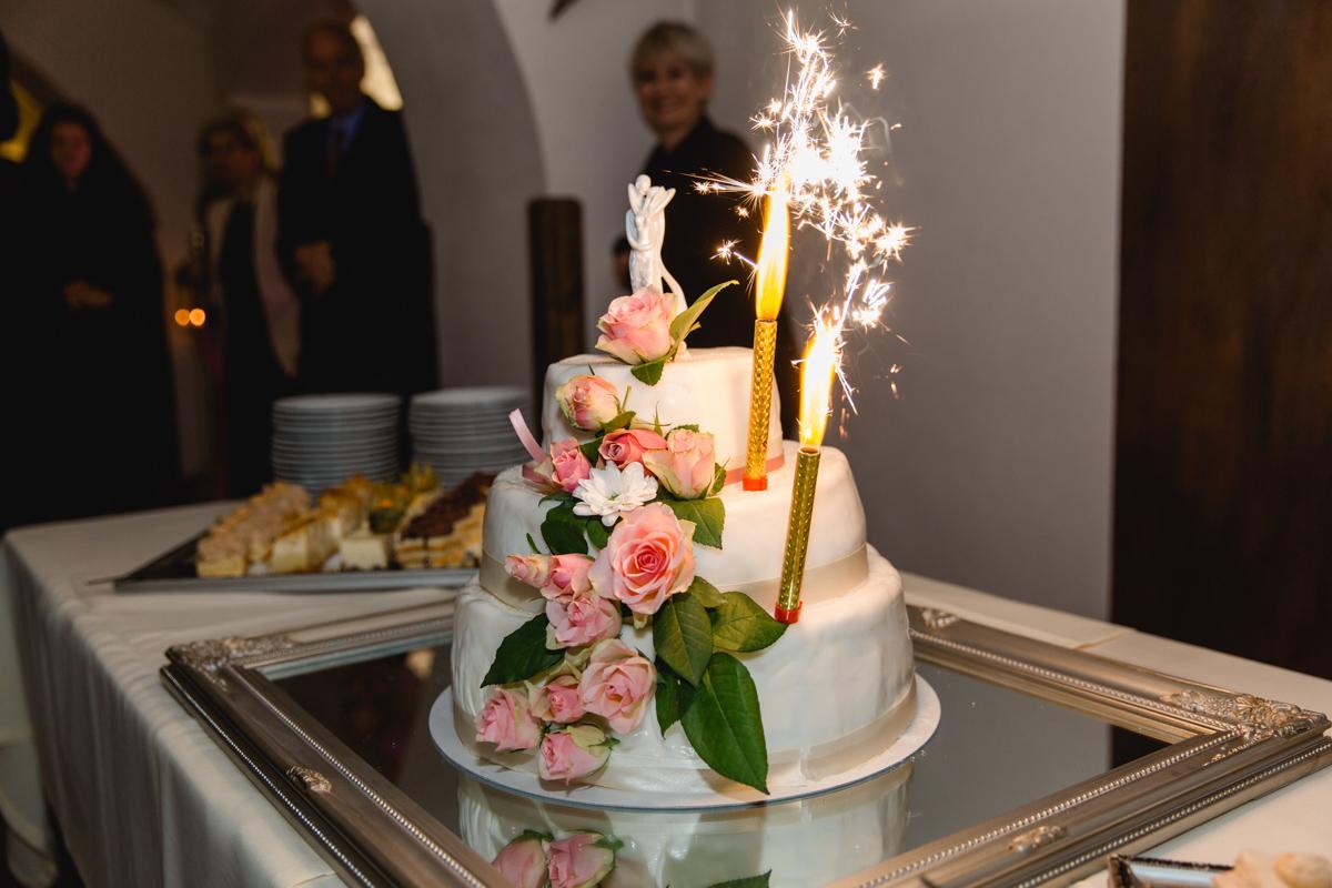 Hochzeitstorte mit Feuerwekr.