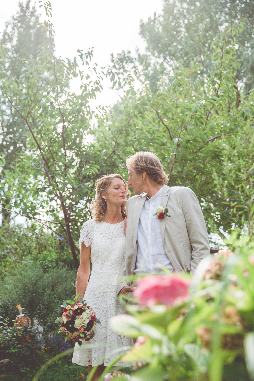 Glückliches Brautpaar an der Ostsee.