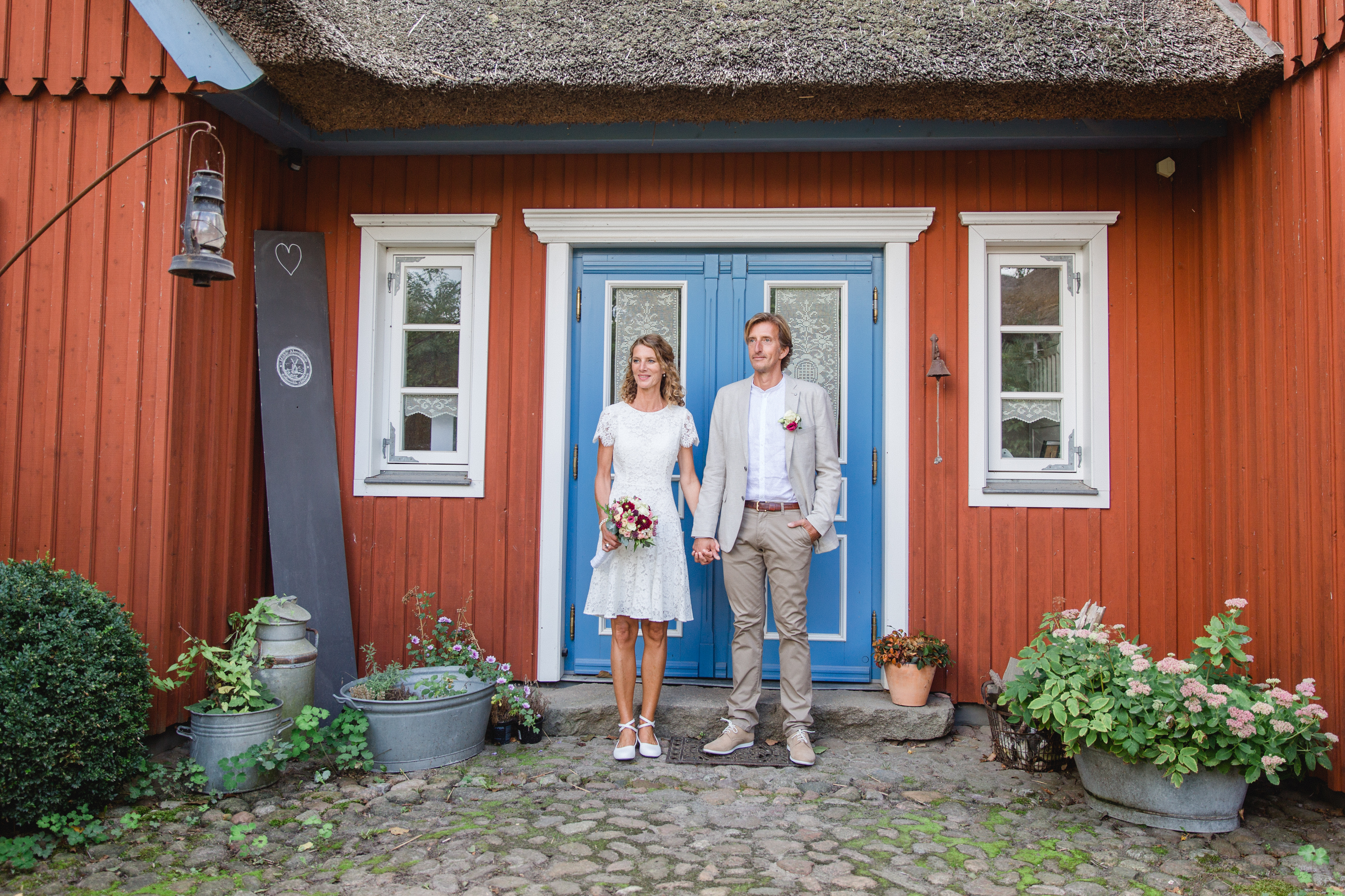 Brautpaarfotoshooting an einem Fachwerkhaus.