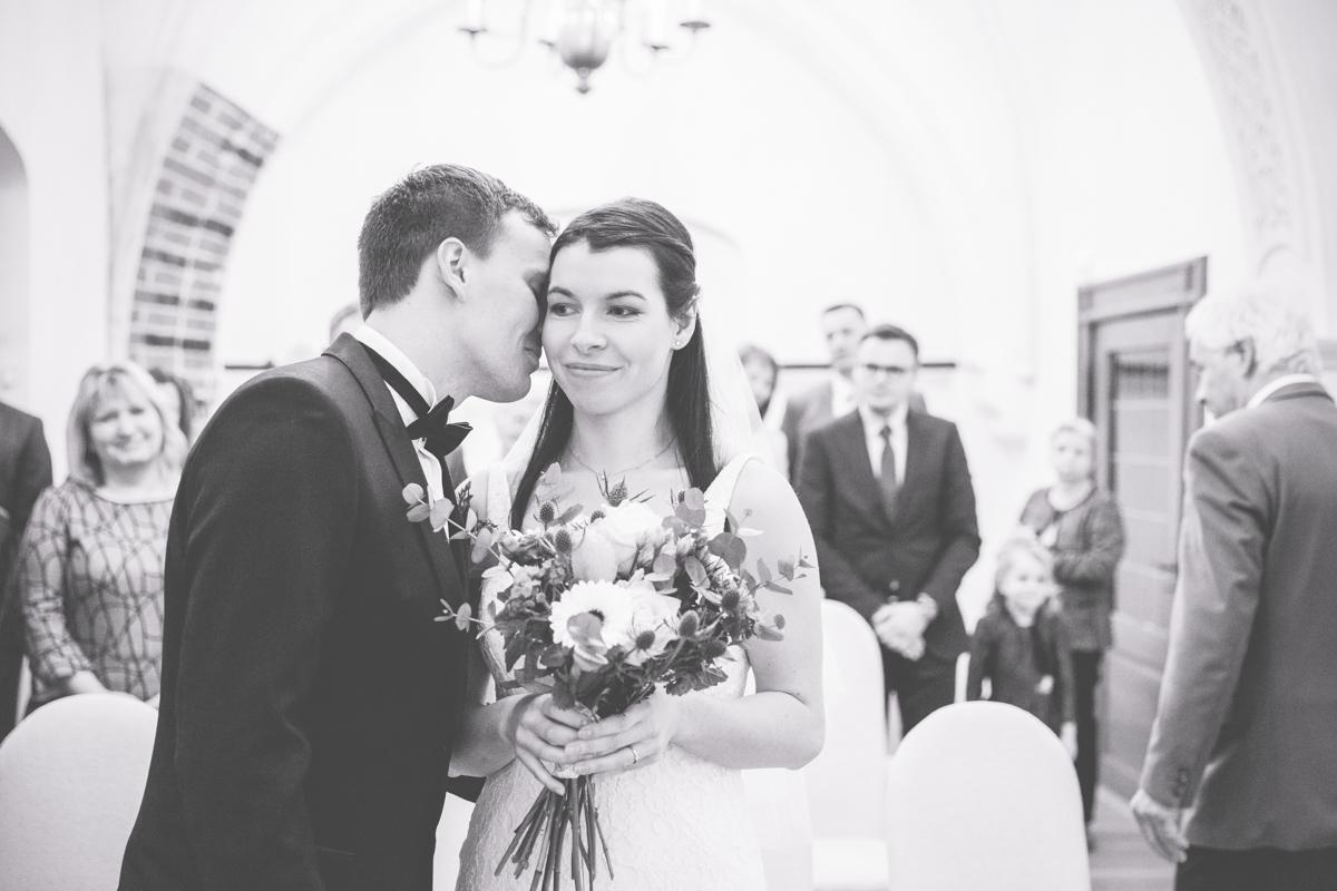 Hochzeitsfoto aufgenommen während der Trauung im Rathaus in Stralsund.