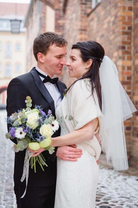 Hochzeitsfoto aufgenommen in der Altstadt von Stralsund.