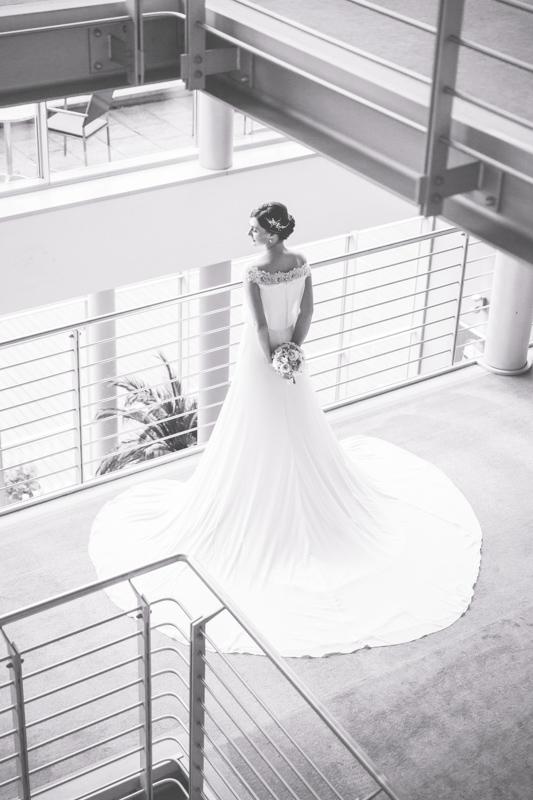 Schwarz weißes Foto der Braut.