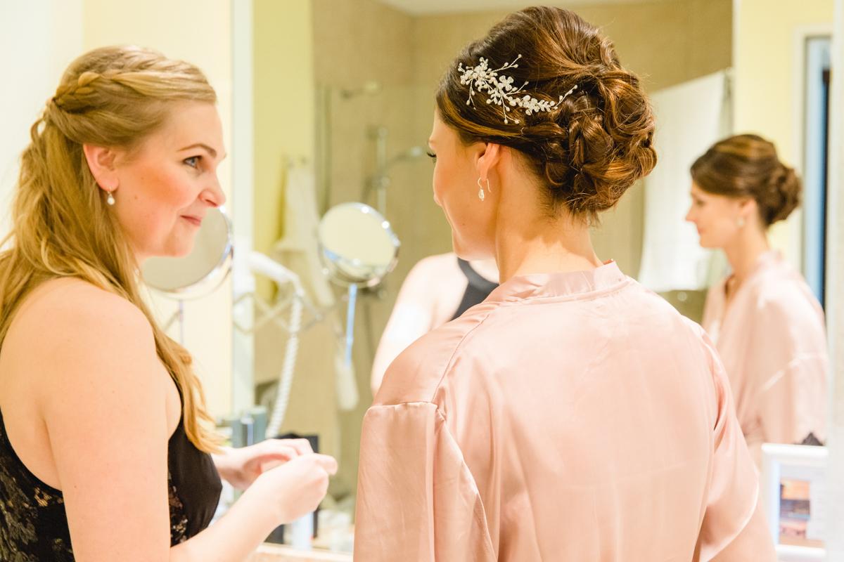 Brautvorbereitungen im Hotel.