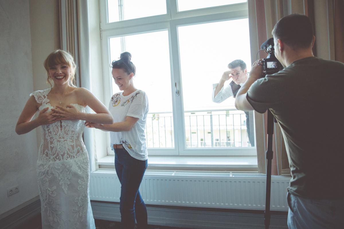 Braut und Bräutigam Vorbereitungen.