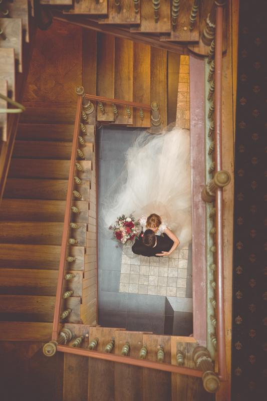 Brautpaarfoto im Treppenhaus im Scheelehof in Stralsund.