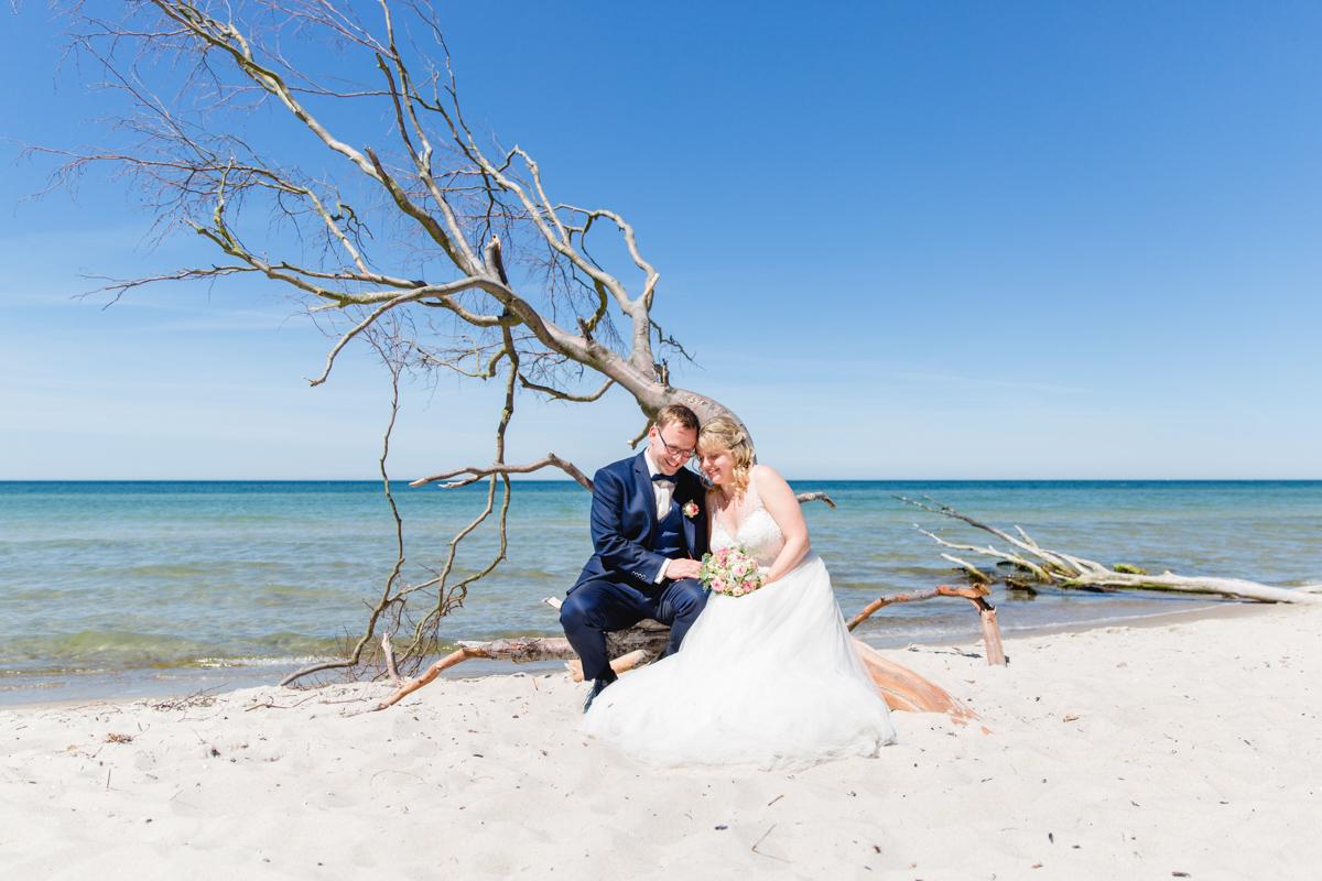 Brautpaar fotografiert am Weststrand.
