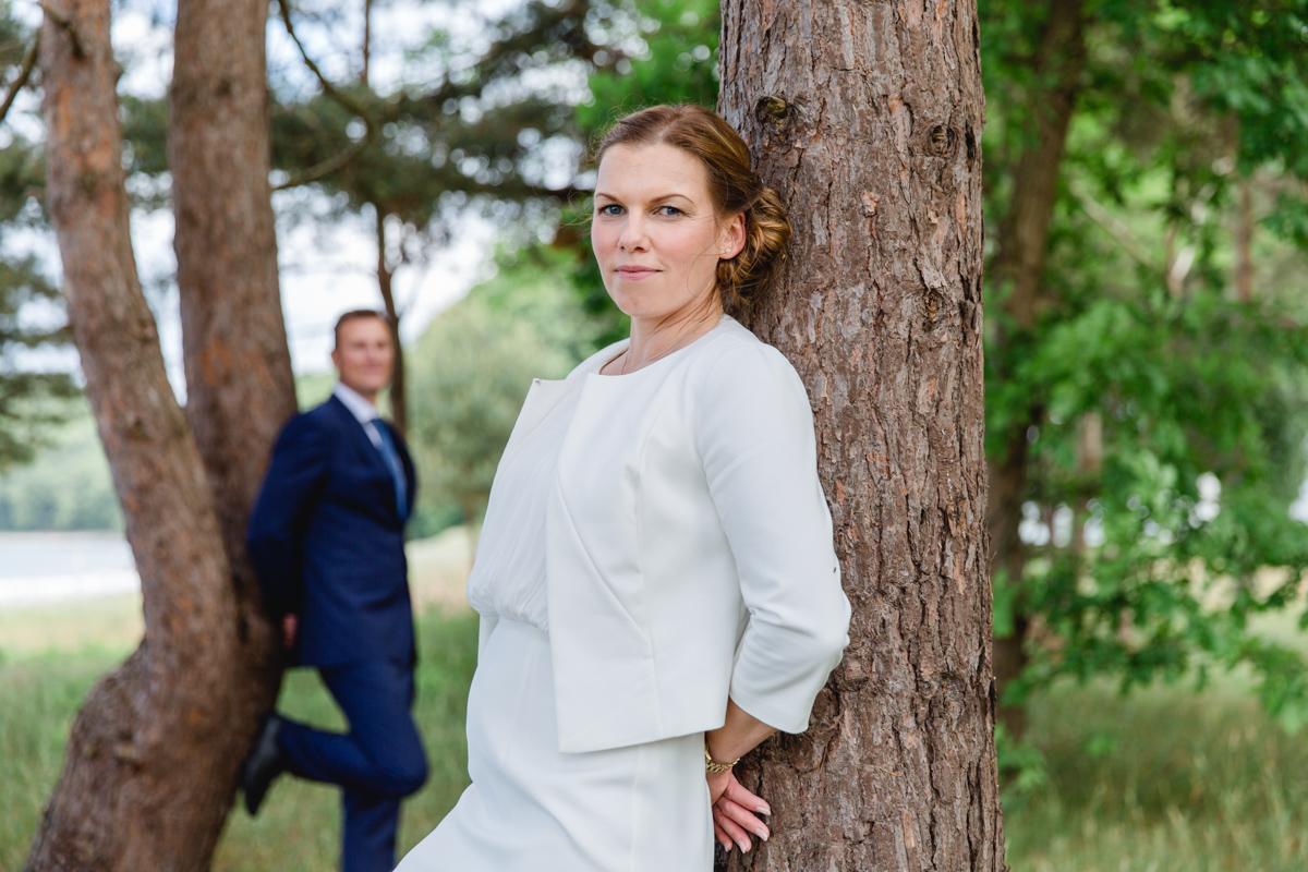 Hochzeitsfotos aufgenommen im Küstenwald.