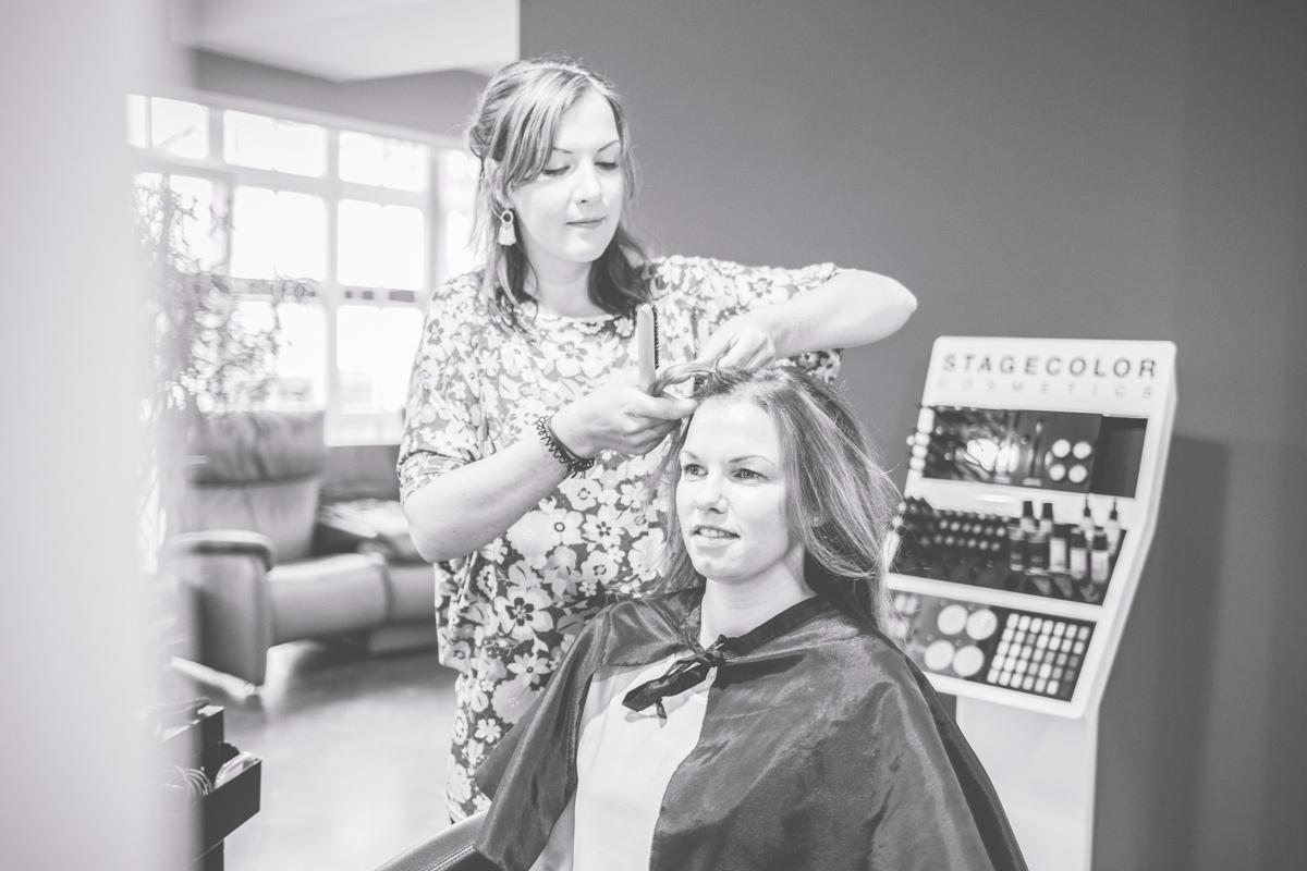 Hairstyling der Braut in Binz.