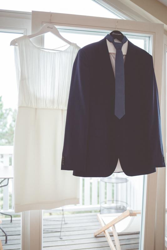 Brautkleid und Hochzeitsanzug.