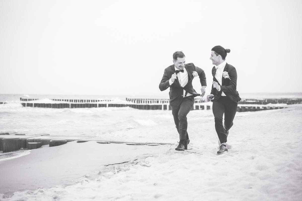 Fotoshooting mit Bräutigam und Bräutigam.