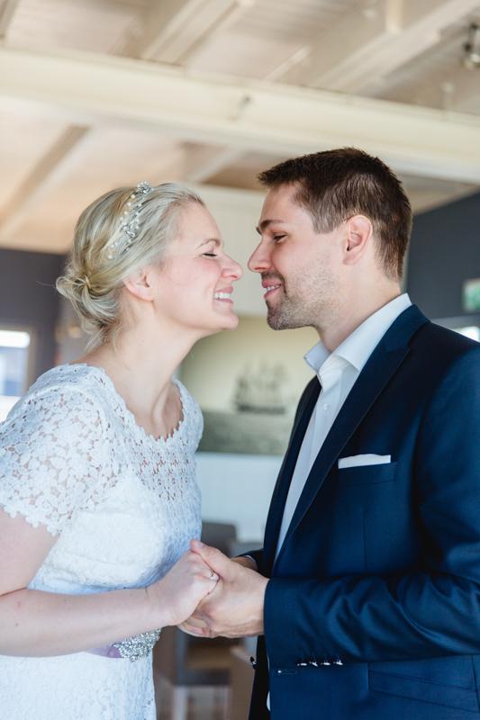 Brautpaar während der Trauung in Markgrafenheide.