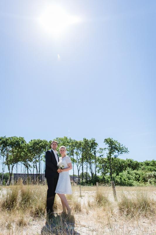Foto vom Brautpaar in den Dünen.