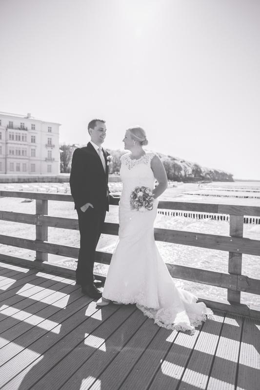 Brautpaarfotoshooting auf der Seebrücke in Heiligendamm.