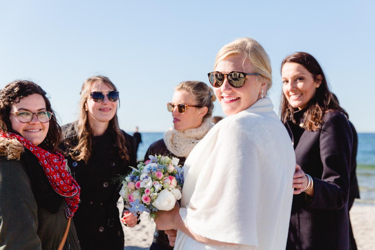 Braut mit ihren Mädels.