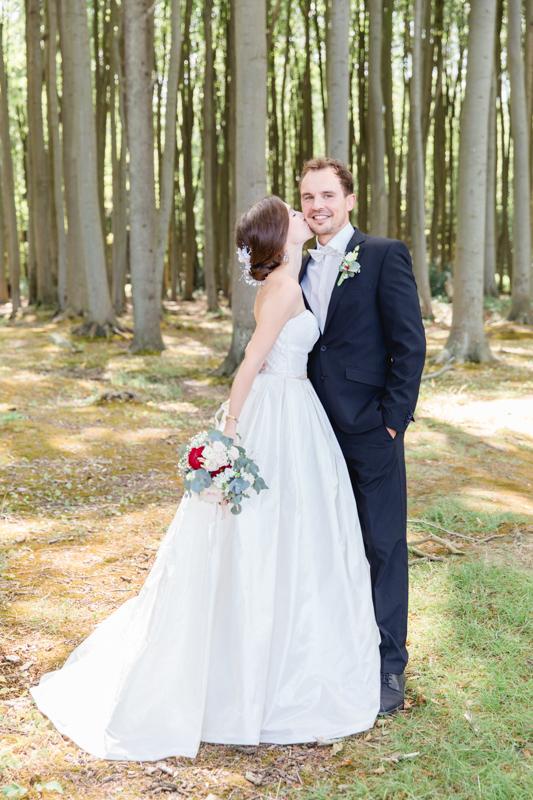 Brautpaar beim Fotoshooting im Gespensterwald.