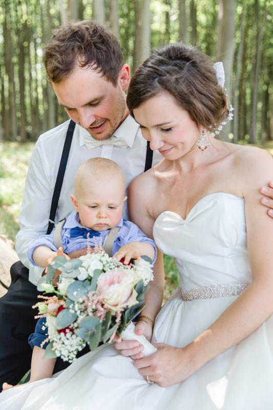 Hochzeitsfotos mit Kind.