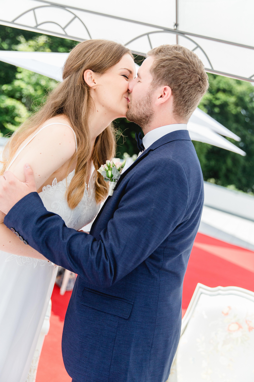 Foto des Hochzeitskusses.