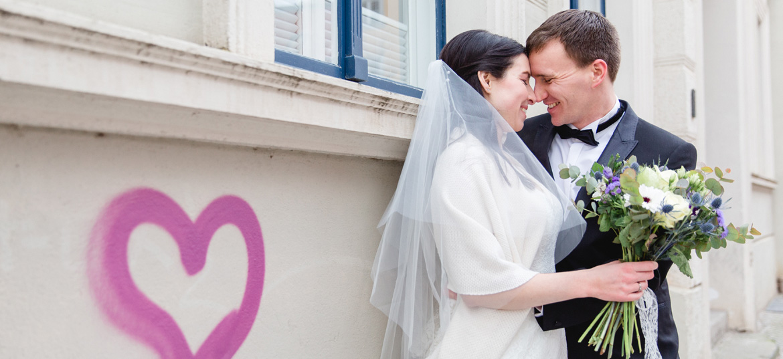 Hochzeitsfoto mit Grafiti.