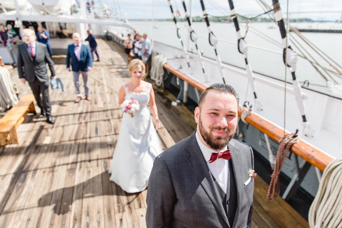 First Lokk des Brautpaares auf der Gorch Fock in Stralsund.