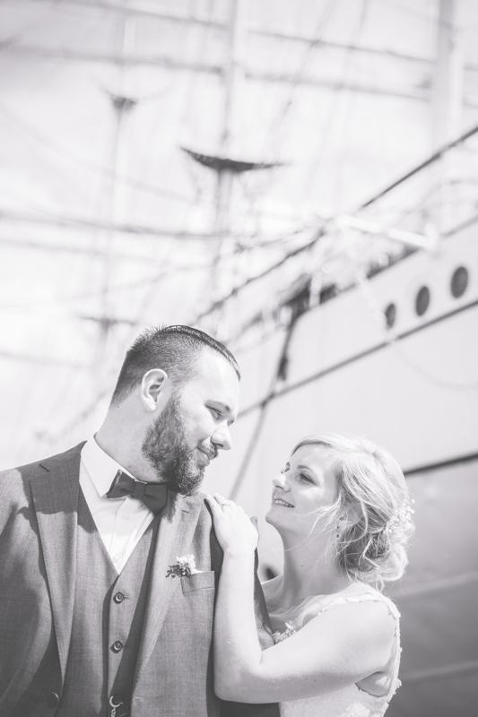 Brautpaarfotoshooting an der Gorch Fock in Stralsund.