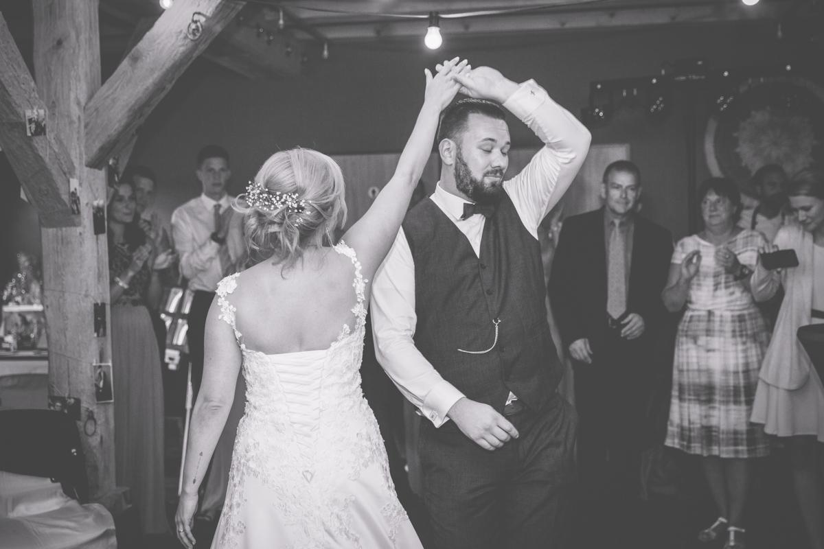 Brautpaar beim Eröffnungstanz.