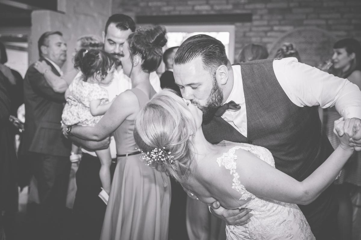 Kuss des Brautpaares.