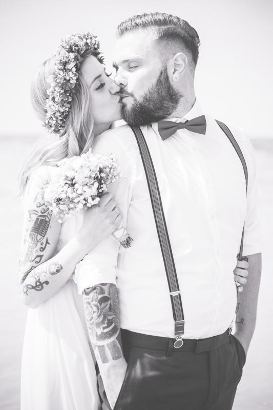 Hochzeit eines tätowiertes Brautpaares.