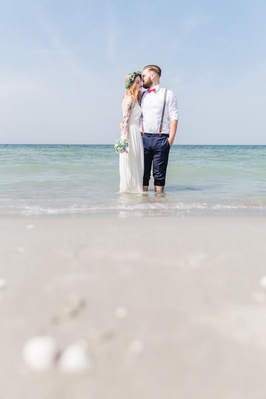 Brautpaar in der Ostsee.