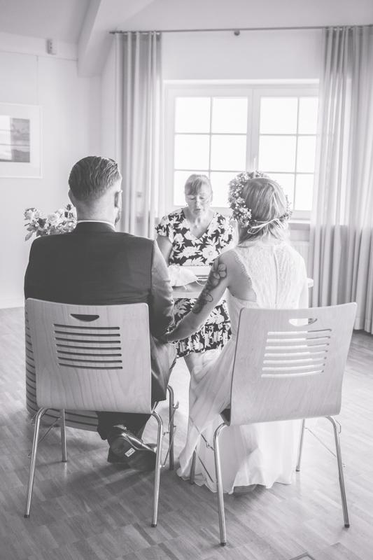 Brautpaar während der Hochzeit in Zingst.