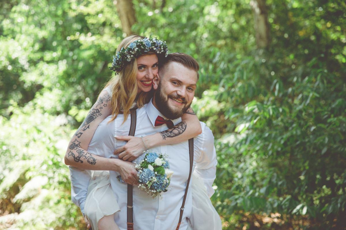 Wilde junge Hochzeitsliebe.