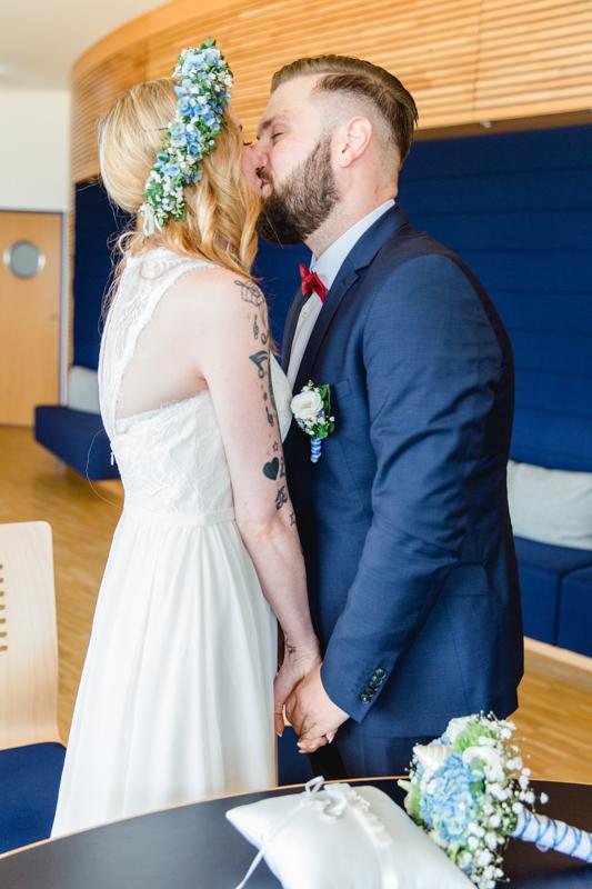 Hochzeitsfoto des Hochzeitskusses.