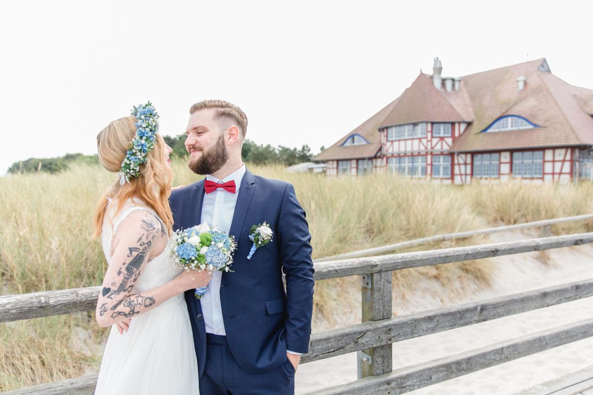 Brautpaar am Standesamt, dem Kurhaus Zingst.
