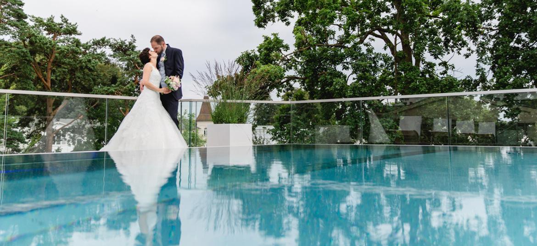 Hochzeitsfotos am Pool