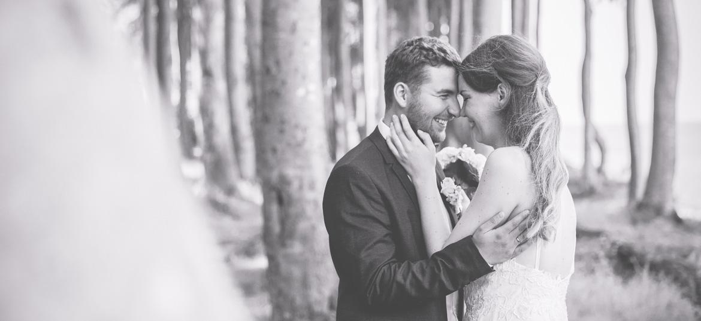 Hochzeitsfotos aufgenommen im Wald bei Heiligendamm.