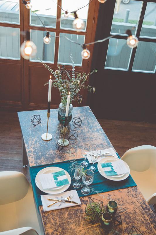 Gedeckte Hochzeitstafel im Kleinen Speicher in Rostock.