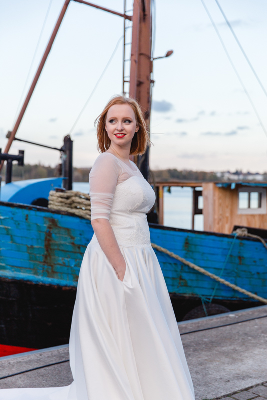 Braut beim Fotoshooting im Stadthafen Rostock.