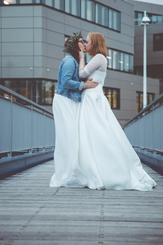 Hochzeitsfotoshooting auf der Holzhalbinsel Rostock.