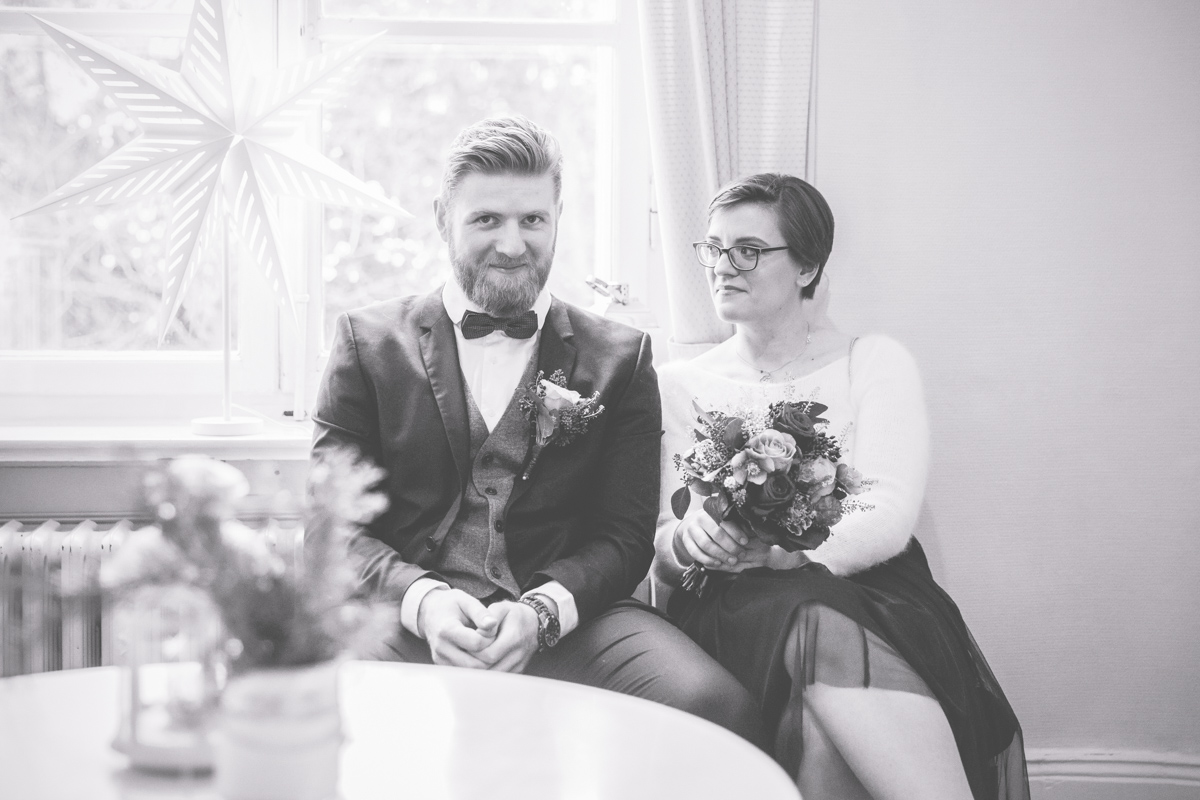 Aufregung vor der Eheschließung im Standesamt.