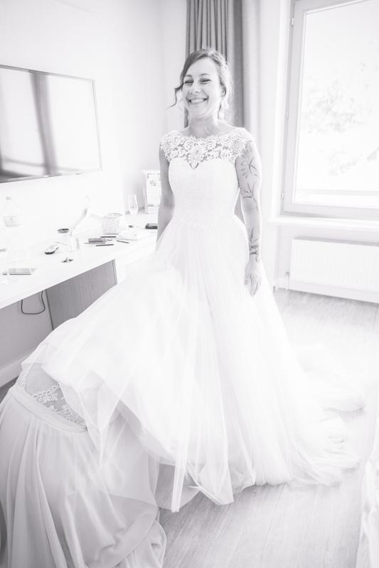 Fotografin fotografiert Getting Ready der Braut.