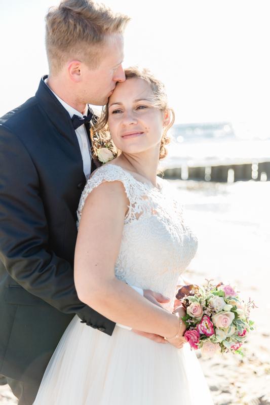 Verliebtes Brautpaar wollte unbedingt an der Osstee heiraten.