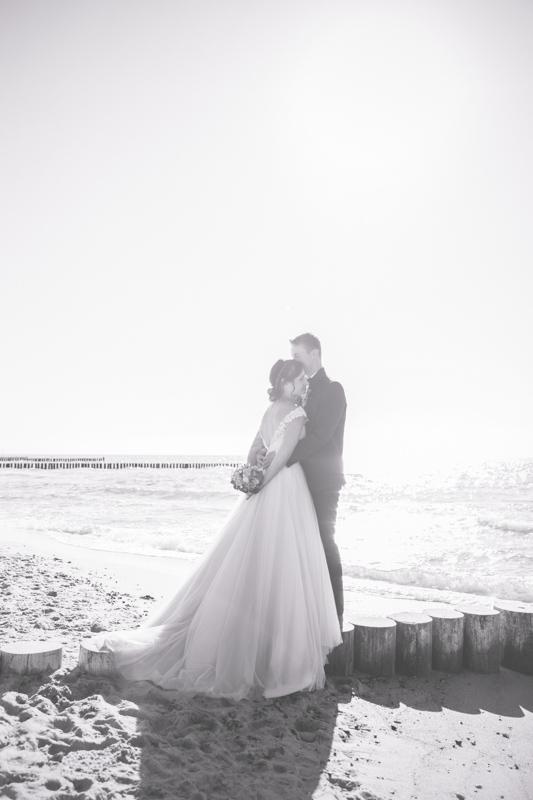 Hochzeitsfotos aufgenommen am Strand.