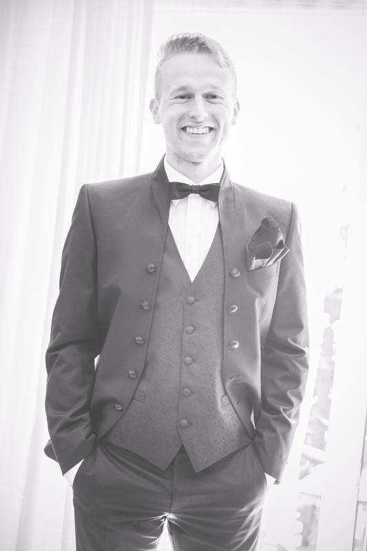 Der aufgeregte Bräutigam vor der Trauung.