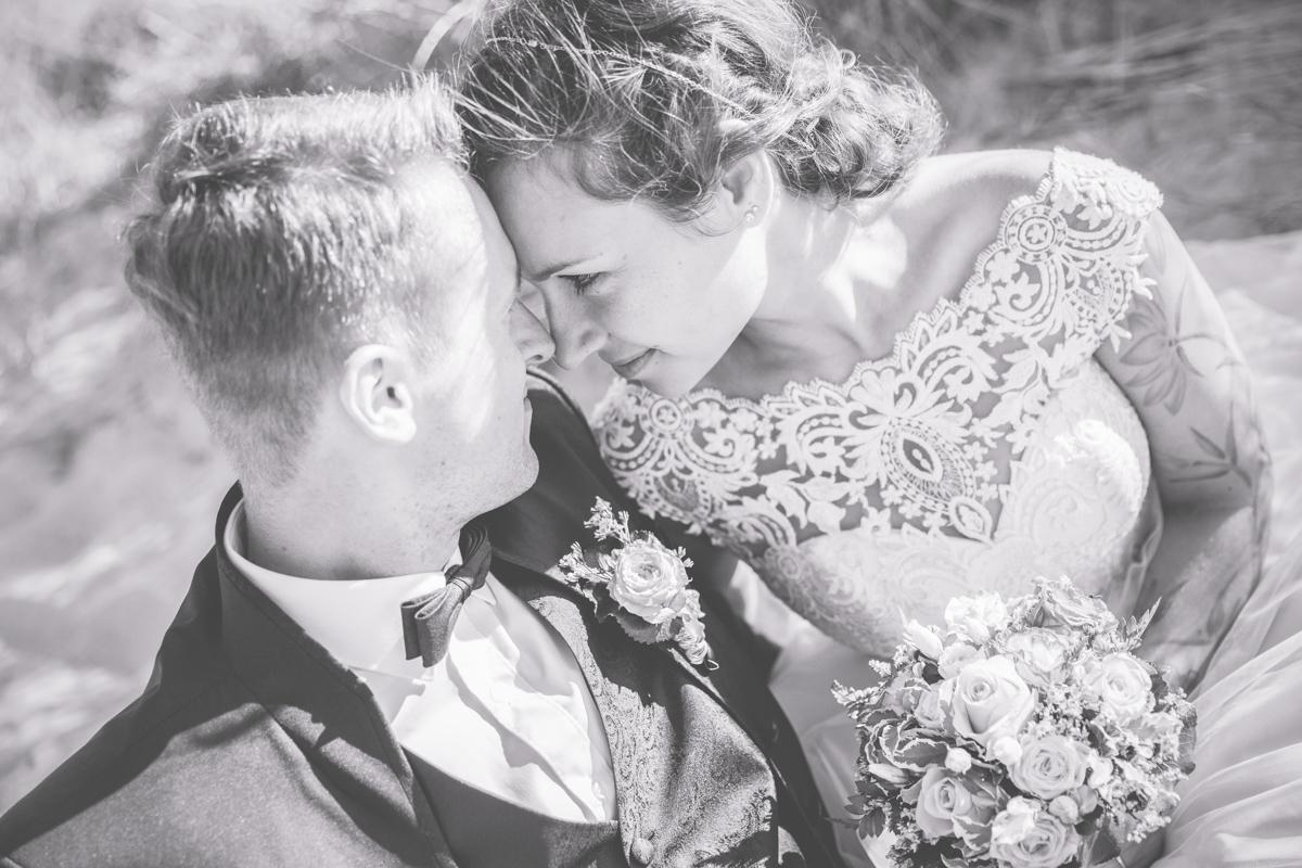Emotionales Hochzeitsfoto aufgenommen von der Fotografin aus Rostock.