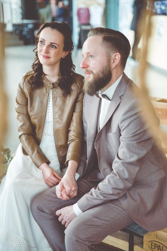 Brautpaar bei ihrer freien Trauung.