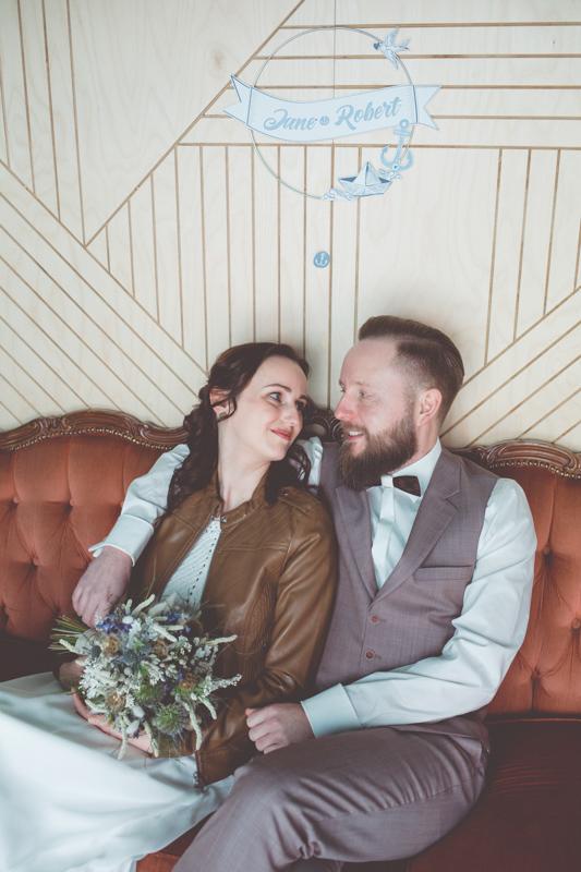 Brautpaar heiratet in Warnemünde.