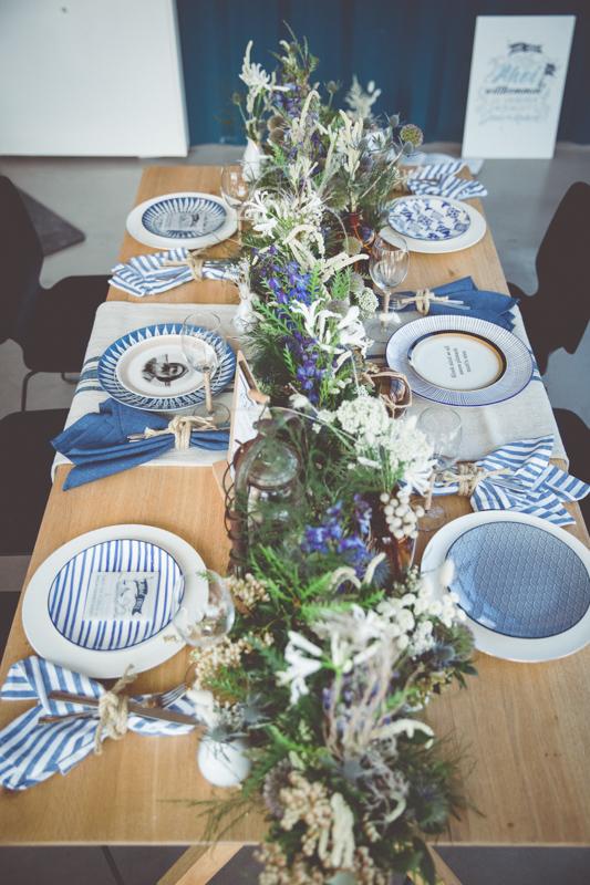 Hochzeitstafel im maritimen Stil.