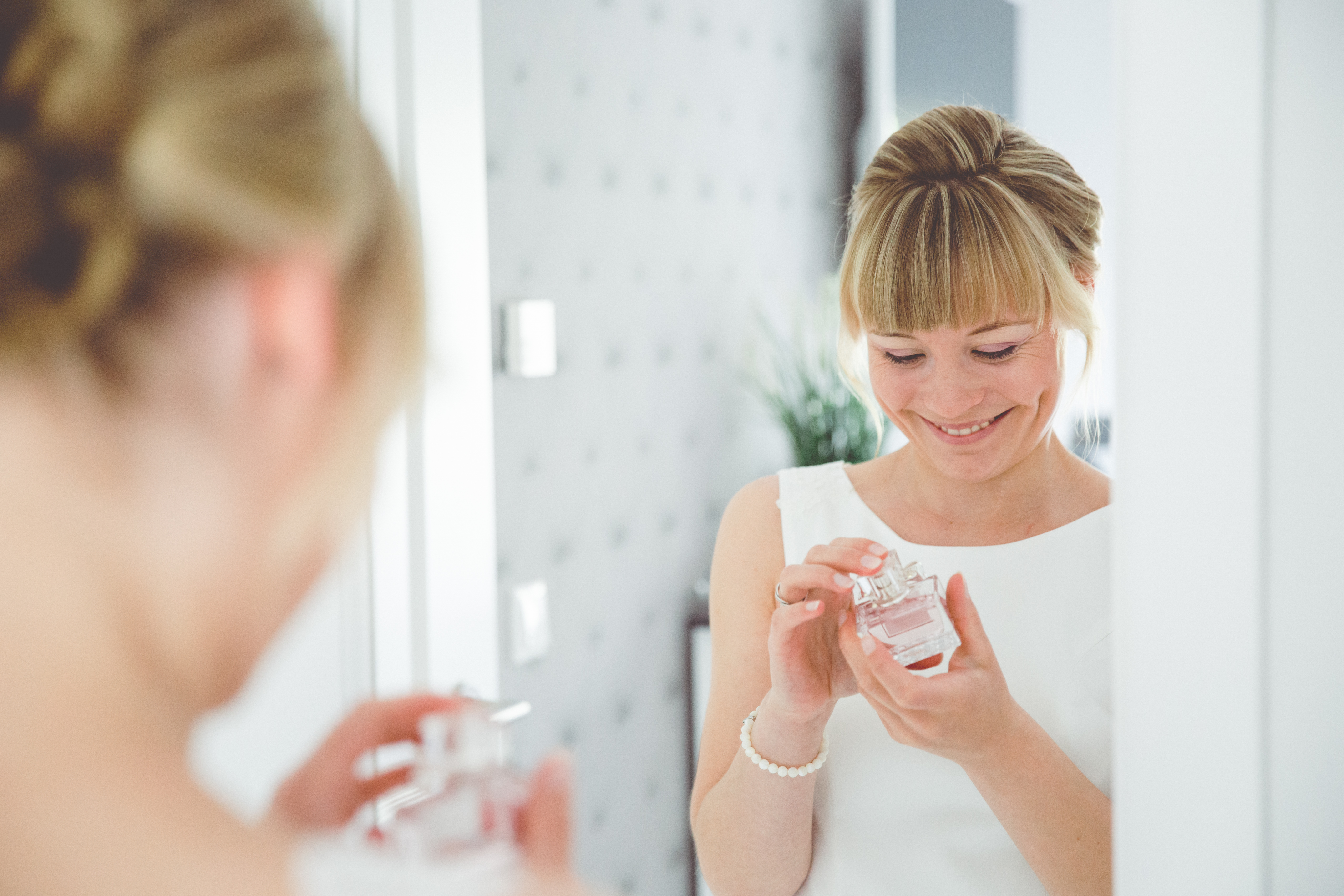 Braut beim Getting Ready fotografiert.